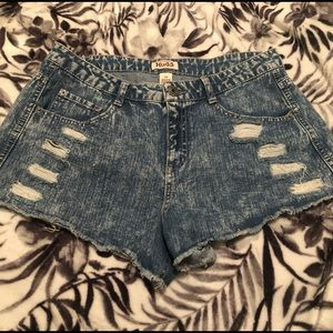 Super cool vintage styled shorts!